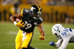 PITTSBURGH, PA - AUGUST 26: JuJu Smith-Schuster #19 of the Pittsburgh Steelers runs after the catch against Lee Hightower #39 of the Indianapolis Colts during a preseason game on August 26, 2017 at Heinz Field in Pittsburgh, Pennsylvania. (Photo by Justin K. Aller/Getty Images)