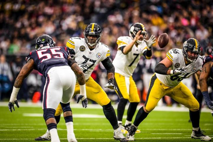 tempGilbert-DeCastro01_at_Texans_12252017--nfl_mezz_1280_1024
