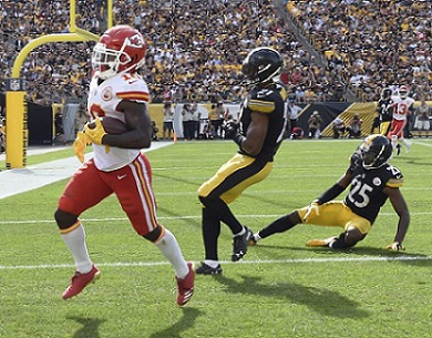 Tyreek-Hill_Sean-Davis_Artie-Burns_Steelers-vs-Chiefs-2018